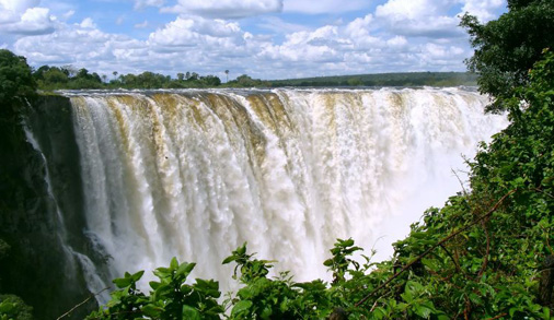 Victoria-Falls-view-from-the-front