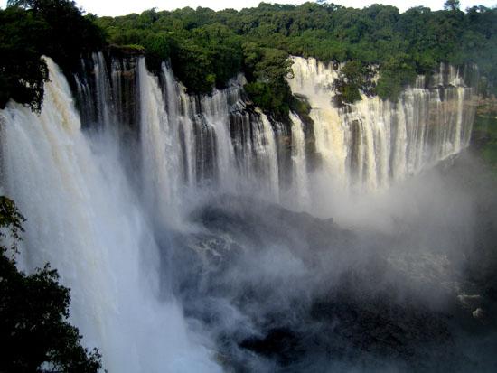 Kalandula_waterfalls_of_the_Lucala-River_in_Malange_Angola_2