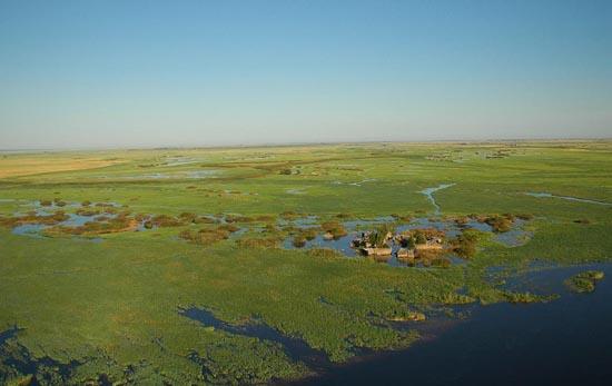 Village_in_caprivi_flood_plain